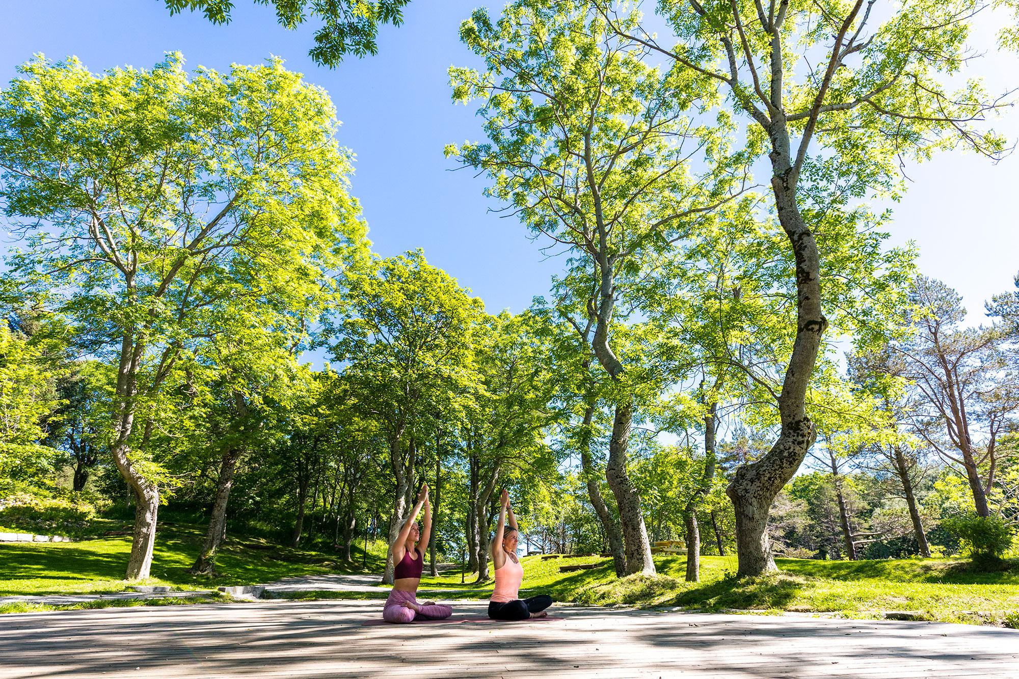 Fotografering av Yoga i Vanndamman i Kristiansund for Visit Nordvest