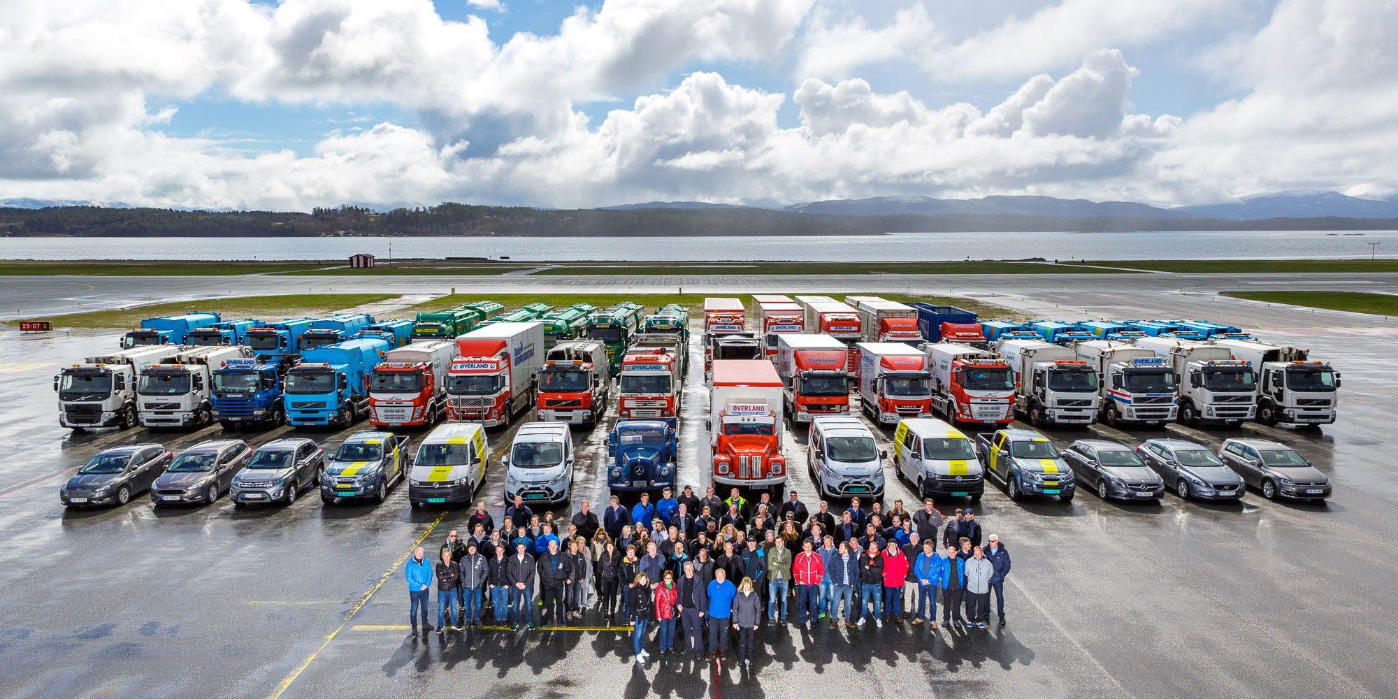 Øverland bilpark oppstilt på flyplassen i Molde